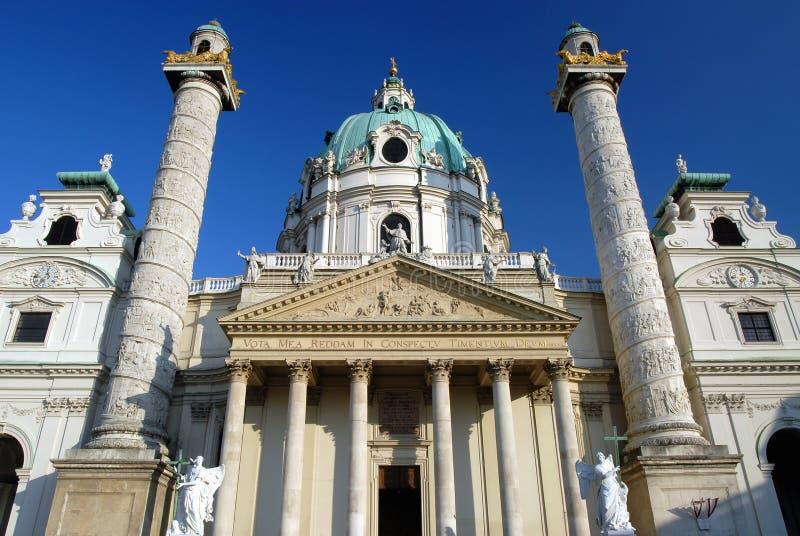 Viena - igreja de Karlskirche imagem de stock