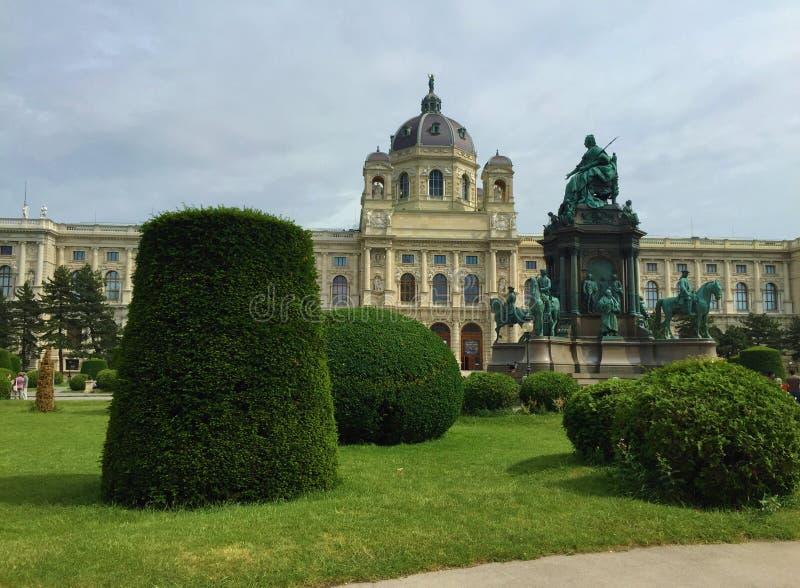 Viena - una de las ciudades visitadas de la Europa - Maria Theresa Monument fotos de archivo