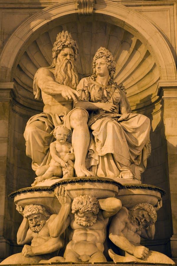 Vienan - fontein door het album van Albertina stock afbeeldingen