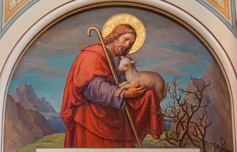 Vienna - affresco di Gesù come buon pastore da Josef Kastner 1906 - 1911 nella chiesa delle Carmelitane in Dobling. immagine stock libera da diritti