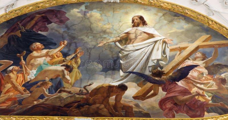 Vienna - affresco Resurrected Gesù nel cielo dal soffitto della chiesa di Schottenkirche fotografia stock libera da diritti