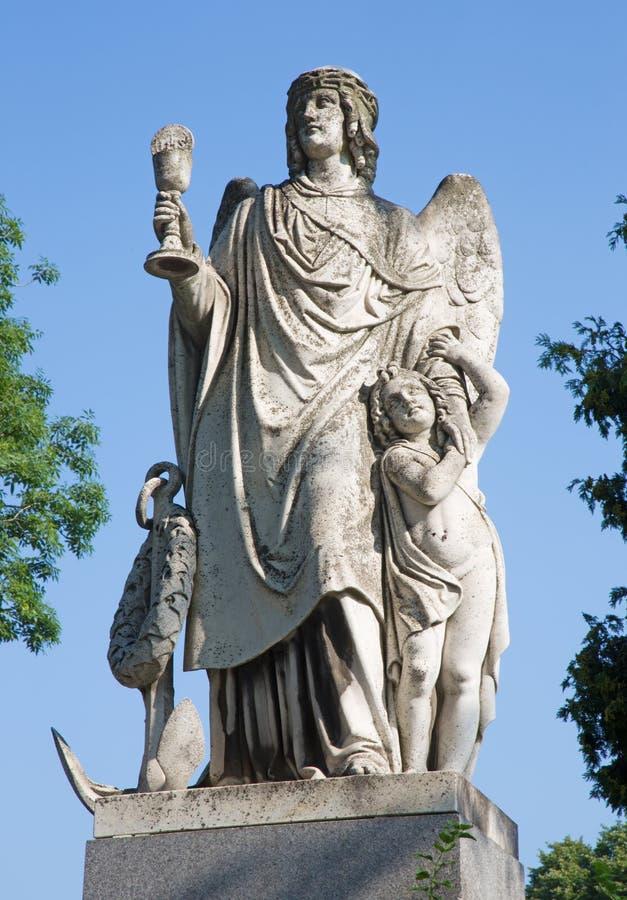 Vienna - angelo della speranza con il eucharist. Dettaglio dalla tomba in Centralfriedhoff immagine stock libera da diritti