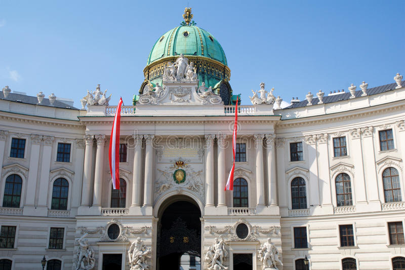 VIENNA, AUSTRIA - 29 aprile 2017: Entrata famosa del palazzo di Hofburg a Vienna Era il principale del ` dei Habsbourg fotografie stock