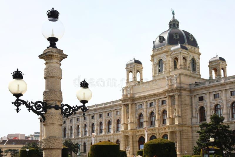 VIENNA, AUSTRIA - 26 APRILE 2019: Iluminazione pubblica davanti ad Art History fotografie stock libere da diritti