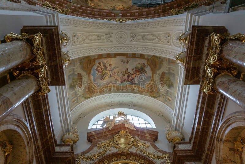 Vienna, Austria - febbraio 2019: Bella vista di Karlskirche all'interno di una chiesa cattolica famosa immagine stock libera da diritti