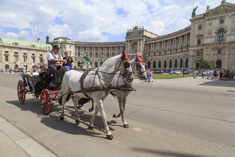 Vienna austria il 23 luglio turisti in una carrozza a for Prezzi del garage della carrozza