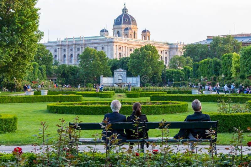 VIENNA, AUSTRIA - 12 MAGGIO 2018: Il Volksgarden a Vienna, Austria fotografia stock libera da diritti