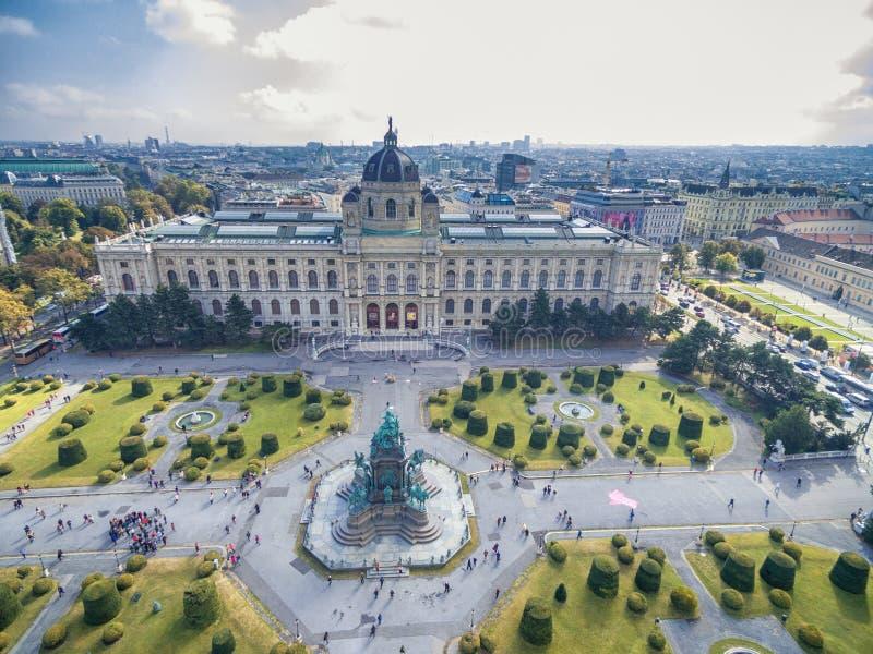 VIENNA, AUSTRIA - 7 OTTOBRE 2016: Museo di storia naturale e di Maria Theresien Platz Grande piazza pubblica a Vienna, Austria immagine stock