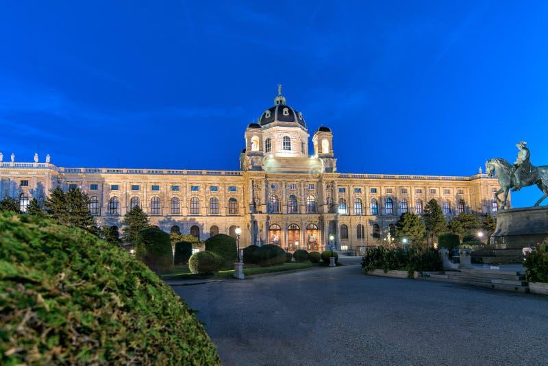 Vienna, Austria: vista di notte della storia del museo di arte a Vienna immagine stock