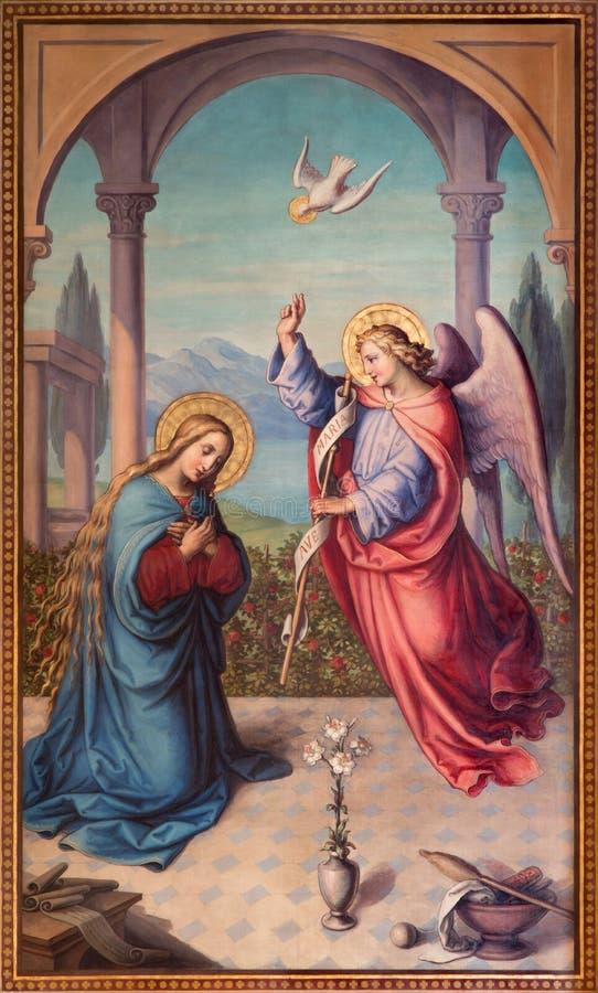 Vienna - la pittura di annuncio da 20 centesimo nel chruch Muttergotteskirche da Josef Kastner il più giovane immagini stock