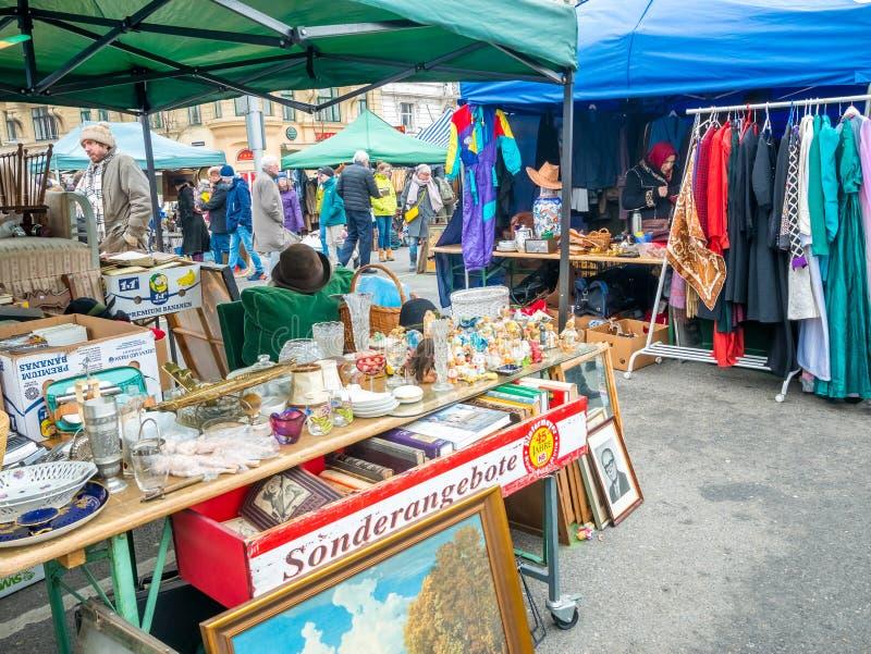 VIENNE, AUTRICHE - FÉVRIER 2018 : Naschmarkt est marché aux puces le week-end du marché de les plus populaires à Vienne, Autriche photographie stock libre de droits