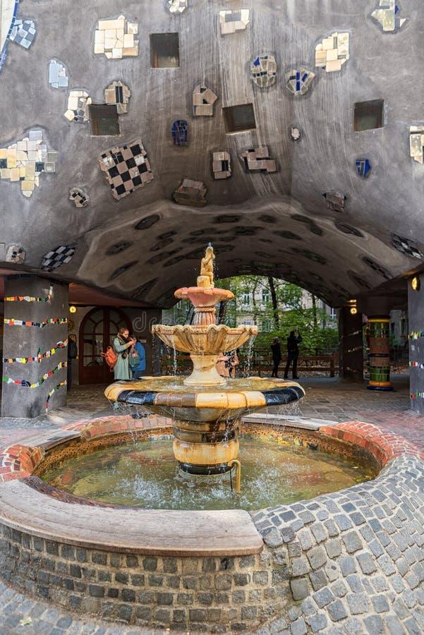 VIENNE, AUTRICHE - 9 OCTOBRE 2016 : Hundertwasserhaus Ce point de repère d'expressioniste de Vienne est situé dans le secteur de  photos stock