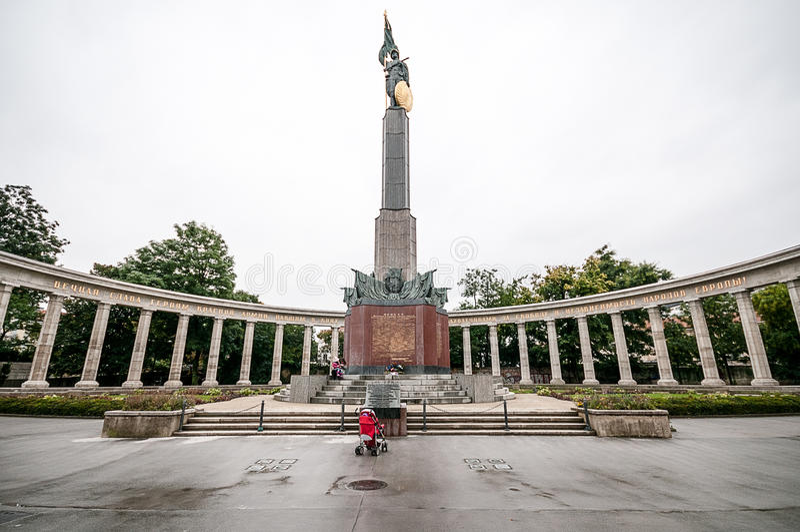 VIENNE, AUTRICHE - 19 OCTOBRE 2015 : Mémorial de guerre soviétique dans Schw photos libres de droits