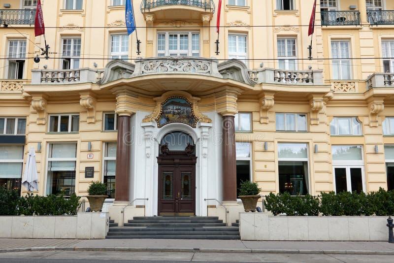 VIENNE, AUTRICHE - 2 SEPTEMBRE 2017 : Façade d'hôtel de parc de Shonbrunn, Vienne photo stock