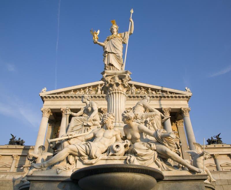 Vienne - fontaine et parlement de Pallas Athéna image stock