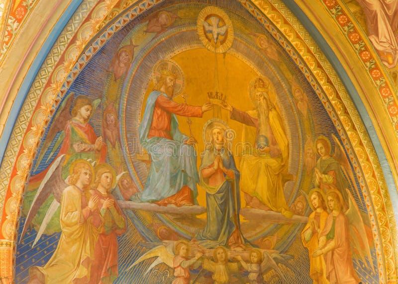 Vienne - fresque de couronnement de Mary sainte de vestibule d'église de monastère à Klosterneuburg photographie stock libre de droits