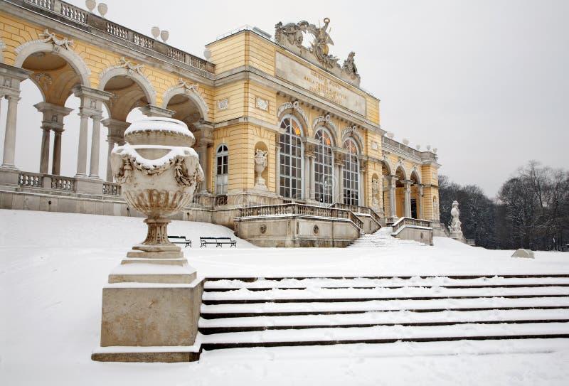 Vienne - Gloriette dans le palais de Schonbrunn en hiver photos libres de droits