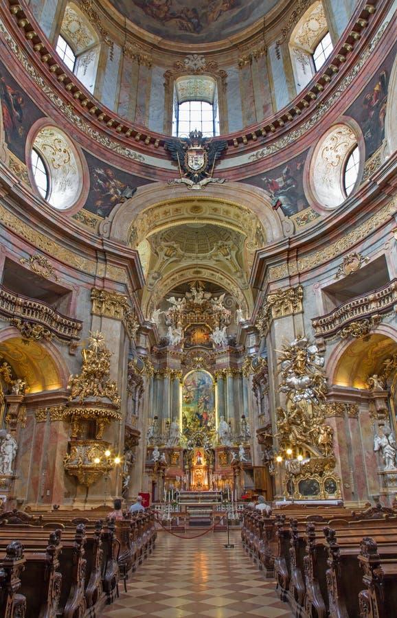 Vienne - presbytère et nef d'église baroque ou de Peterskirche de St Peter par l'und Martino Altomonte (autel d'Antonio Galli da B photos libres de droits