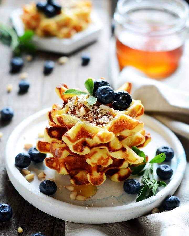 Viennese curd waffles med bär fotografering för bildbyråer