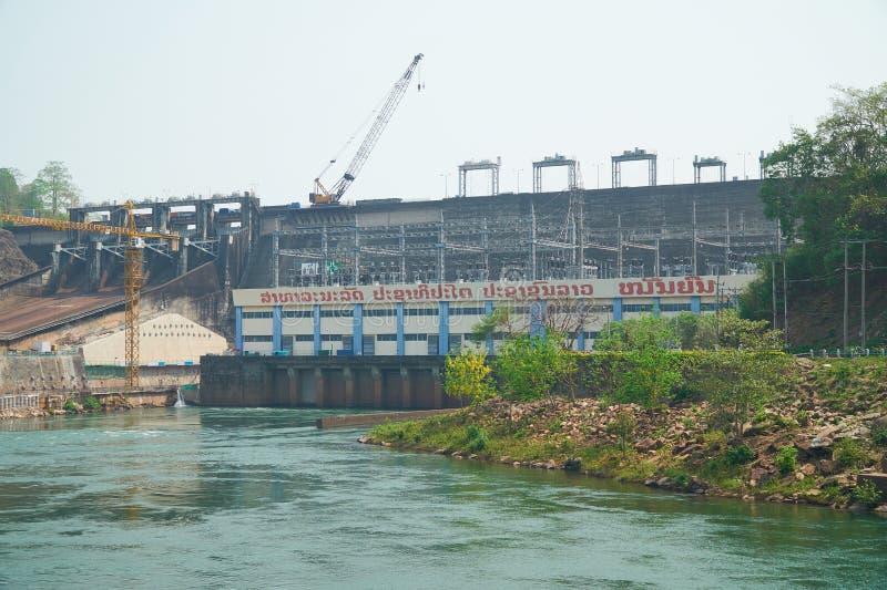 Vientiane landskap, Laos - April 08, 2019: Nam Ngum Hydropower Dam, den första största vattenkraften frambringar elektricitet i arkivfoton