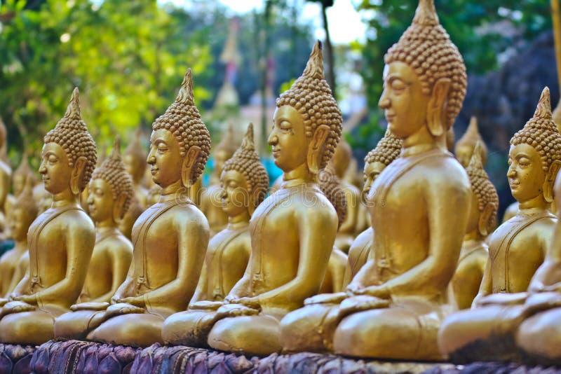 Vientiane landskap: 01 Maj 2019, Buddhastaty i Wat Sinxayyaram, buddismtr?dg?rden fotografering för bildbyråer