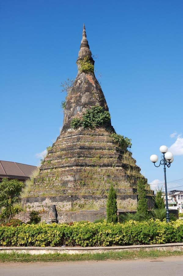 Download Vientiane, Vieux Stupa, Laos Image stock - Image du tropical, arbre: 4350159