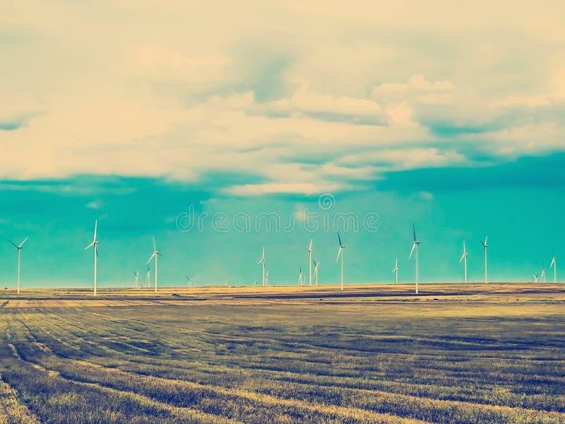 Viento Mills Landscape Producing Clean Energy imagenes de archivo