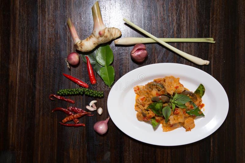 Vientre de cerdo sofrito con curry rojo foto de archivo libre de regalías