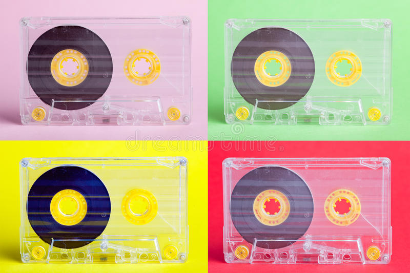 Vier Audiokassetten auf difrent Hintergründen stockfotografie