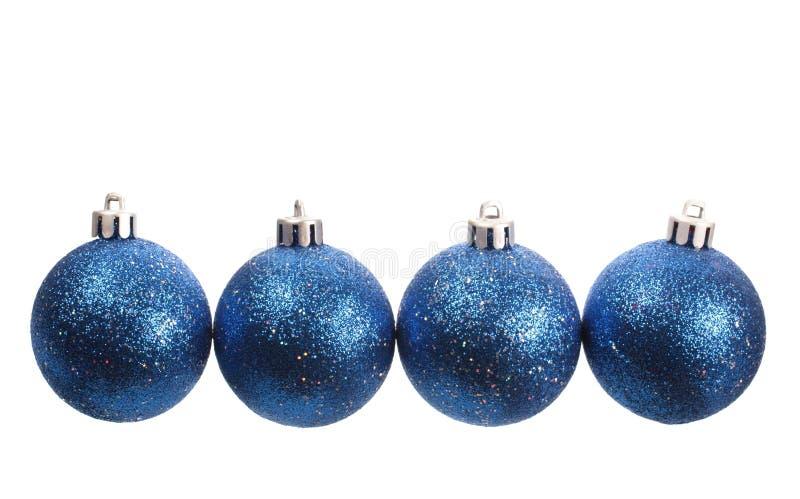 Vier blauwe spangled Kerstmisballen stock afbeeldingen
