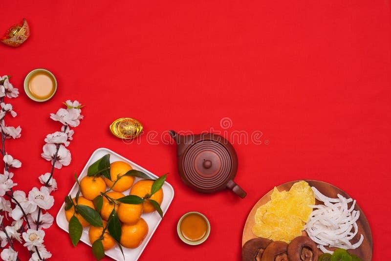 Vier Chinese Nieuwjaarachtergrond met oranje fruit voor oorlogen royalty-vrije stock afbeelding