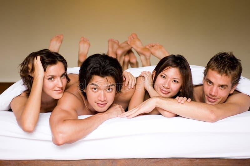 Vier in een Bed stock fotografie