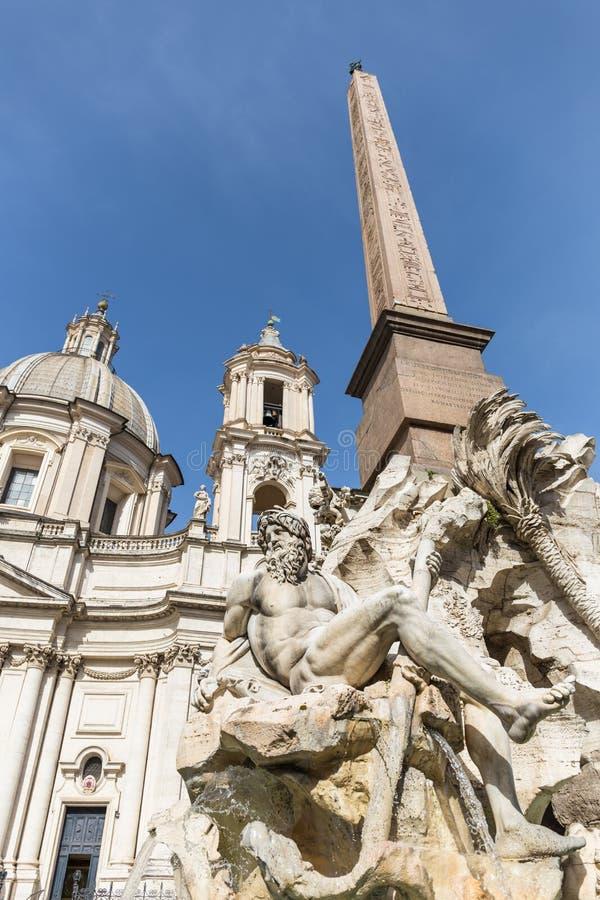 Vier Fluss-Brunnen und Sant 'Agnese in der Agone Kirche in Navona-Quadrat stockbilder