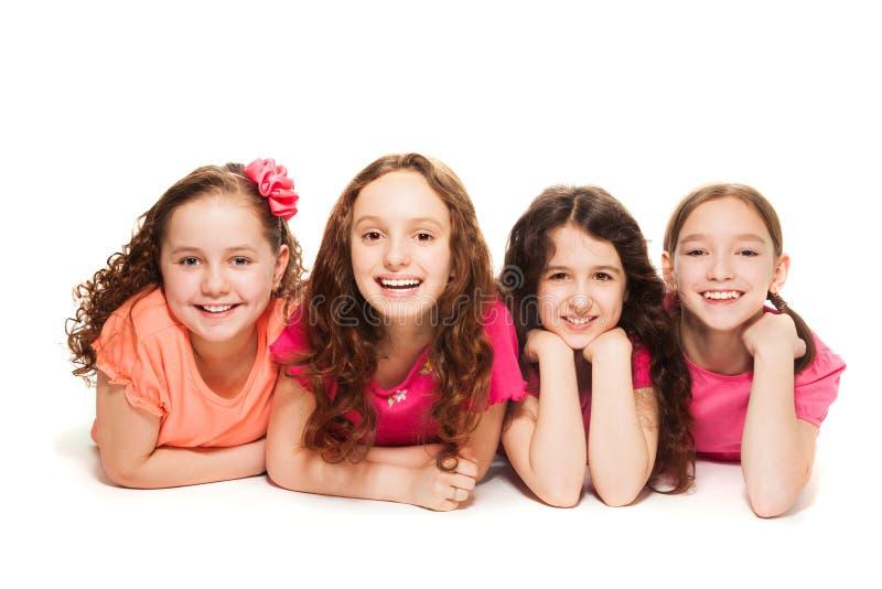 Vier gelukkige meisjesvrienden royalty-vrije stock afbeeldingen