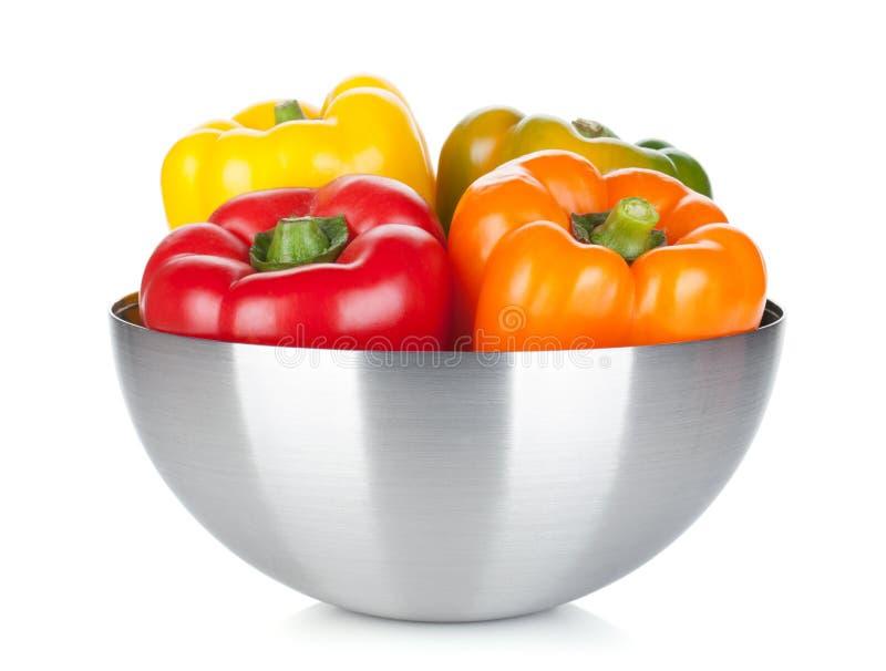 Vier groene paprika's in een kom royalty-vrije stock afbeelding