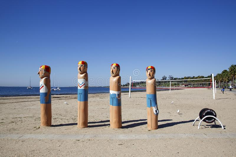 Vier iconische badmeestermeerpalen op de meerpaalsleep stock afbeeldingen