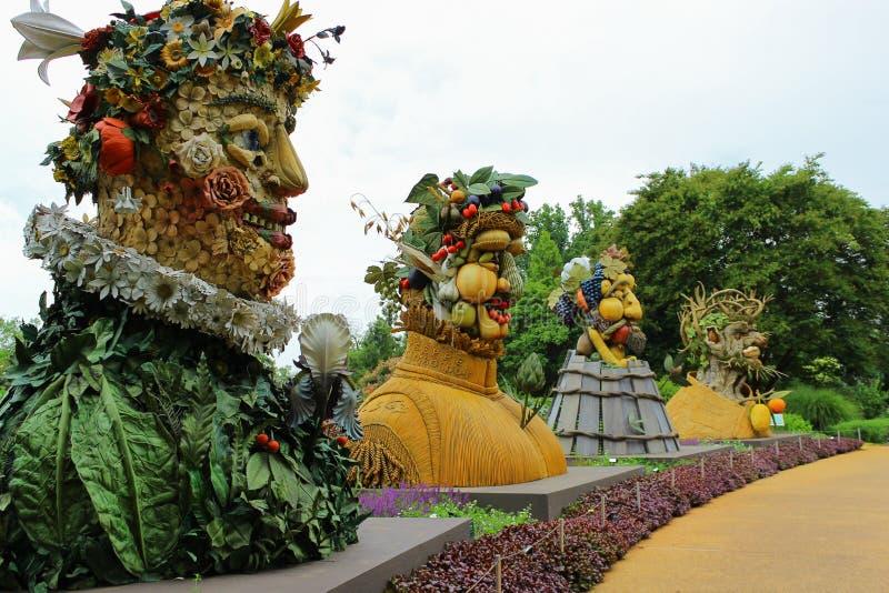 Vier Jahreszeit-Statuen stockfoto