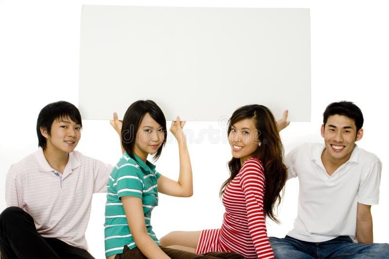 Vier Jonge Volwassenen met Teken royalty-vrije stock foto's