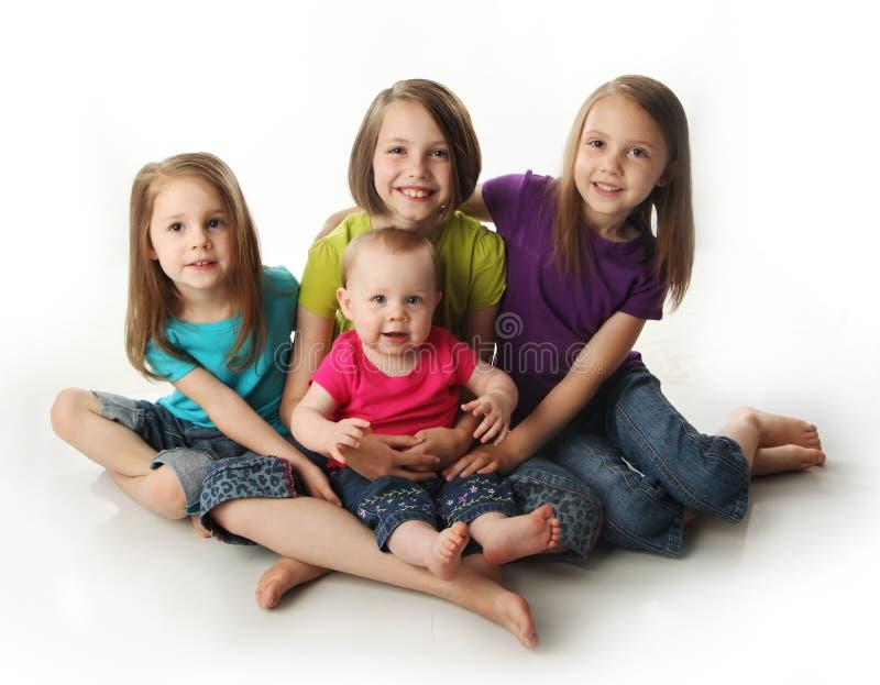 Vier junge entzückende Schwestern lizenzfreies stockbild