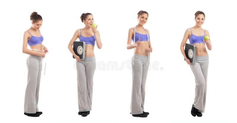 Vier junge Frauen in der sportlichen Kleidung, die Äpfel anhält stockbild