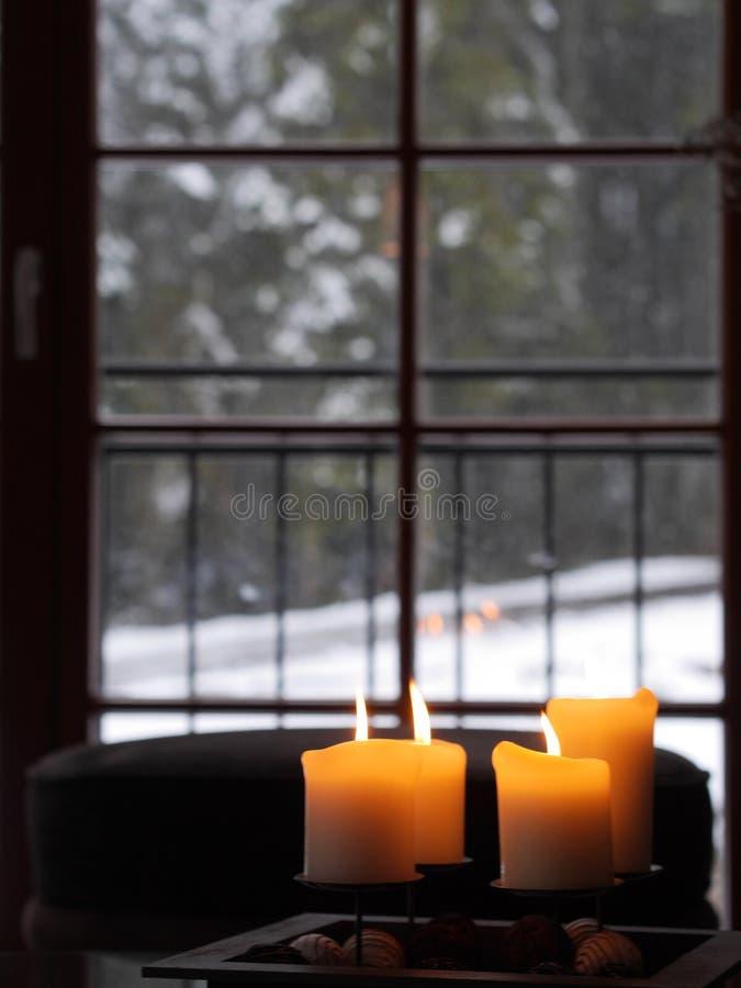 Vier kaarsen het branden stock afbeelding