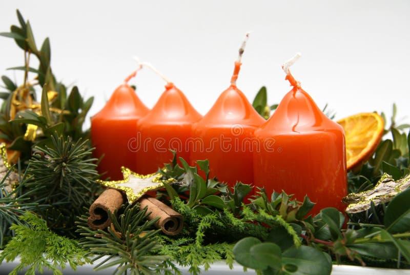 Vier kaarsen op komstkronen royalty-vrije stock foto