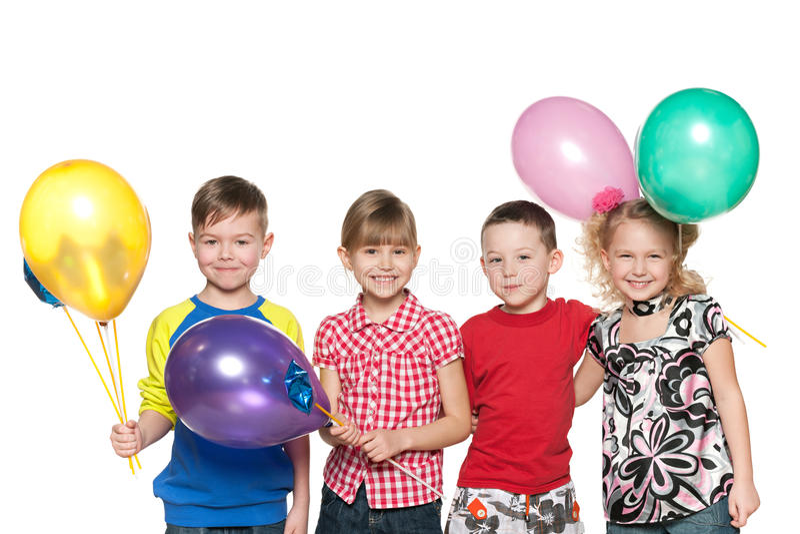 Vier Kinder feiern Geburtstag lizenzfreie stockbilder