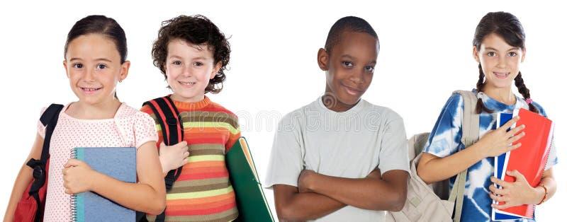 Vier Kindkursteilnehmer, die zur Schule zurückkommen lizenzfreie stockfotos