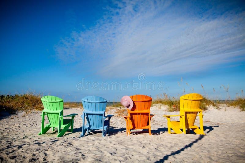 Kleurrijke stoelen Adirondack stock fotografie