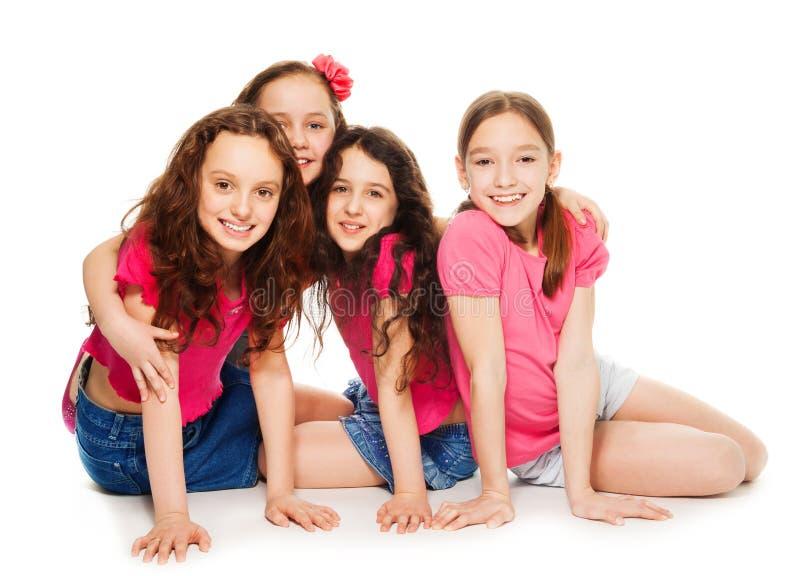 Vier jonge geitjesmeisjes in roze royalty-vrije stock fotografie