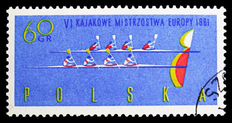 """Vier-mens kano's bij afwerkingslijn en """"B"""", 6de Europese Kanokampioenschappen serie, circa 1961 royalty-vrije stock afbeelding"""