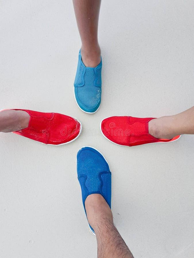 Vier paar het duiken schoenen stock foto