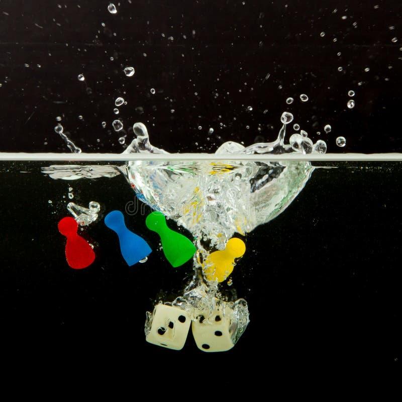 Download Vier Pions Mit Dem Spritzen Des Wassers Stockbild - Bild von weiß, bassin: 26362135