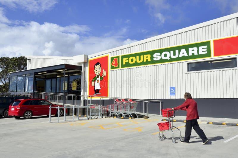 Vier quadratische Supermärkte lizenzfreies stockbild